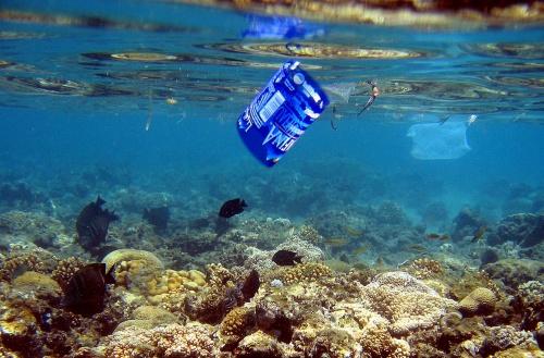 Vijf biljoen ton plastic in zee