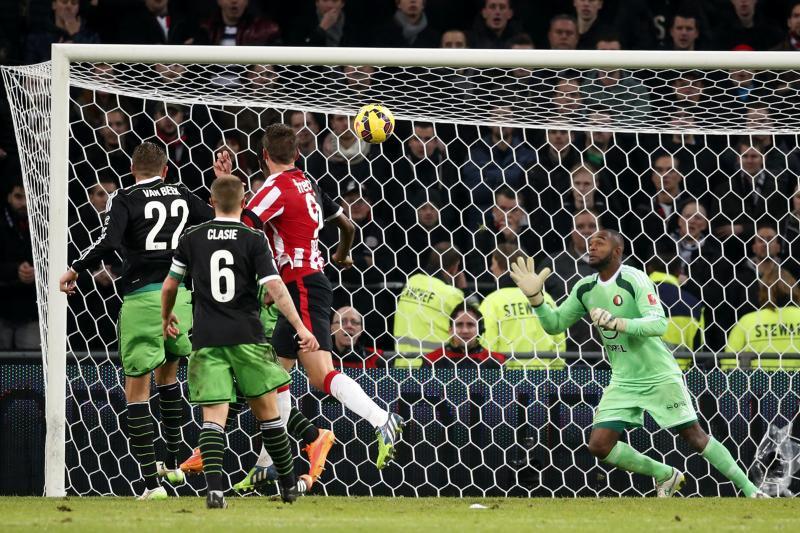 Luuk de Jong werd de grote man aan PSV-zijde met drie goals (Pro Shots/Stanley Gontha)