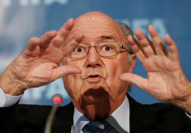 We vonden deze foto van FIFA-baas Sepp Blatter tijdens het FIFA-congres in Marrakech, wat is hier gaande? (PRO SHOTS/Actionimages)