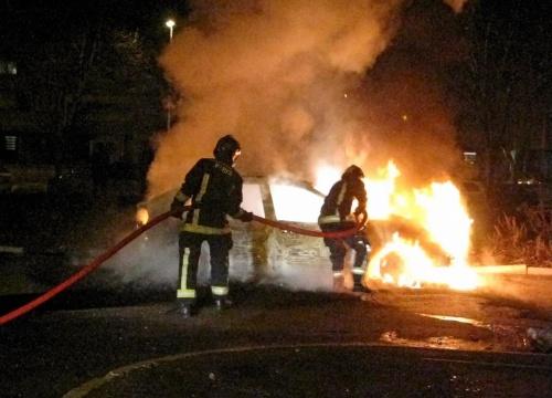 Honderden Franse auto's in brand gestoken