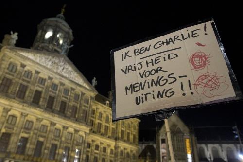 Nederlandse pers in ban van aanslag Frankrijk
