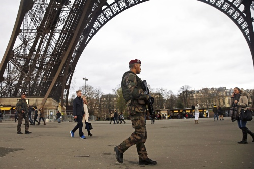 'Nog zes terreurverdachten aanslag Parijs'