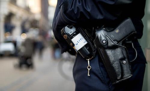 Politie Groningen schiet gewapende man dood