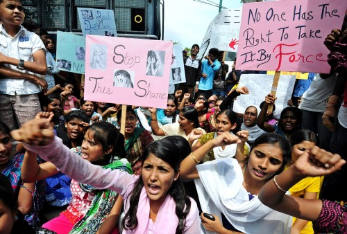 Indiaas meisje verkracht en opgehangen