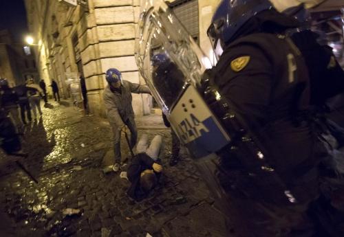 Politie Rome in actie tegen fans Feyenoord