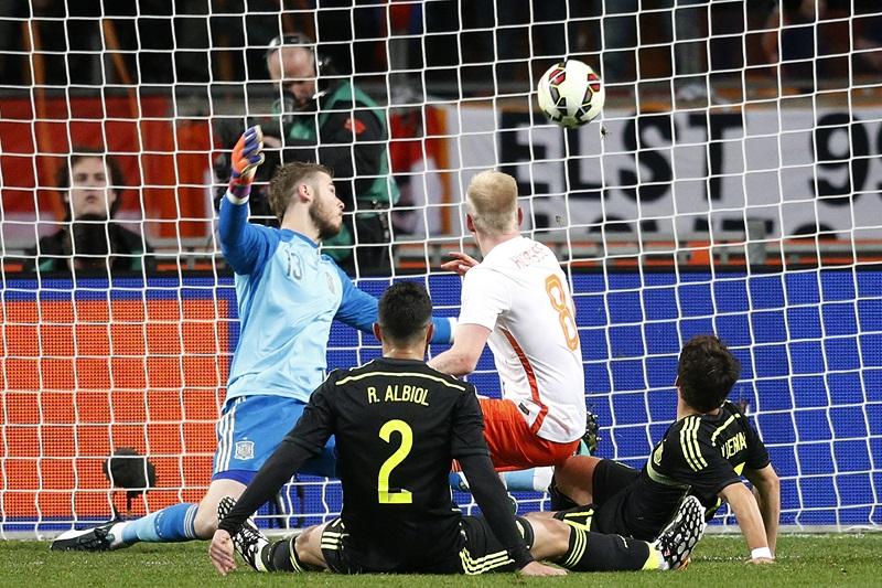 De Spanjaarden hebben het nakijken bij de 2-0 door Klaassen (PRO SHOTS/Stanley Gontha)