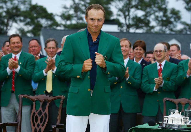 Jordan Spieth mag als winnaar het groene jasje aan. (PRO SHOTS/Zuma Sports Wire)