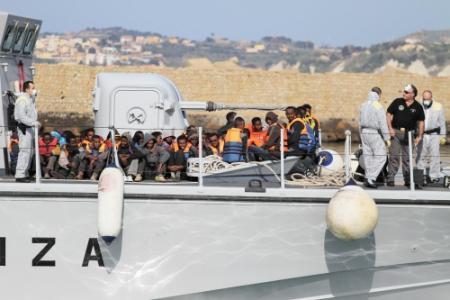 Ierland helpt bij redden bootvluchtelingen Libië (foto: ANP)
