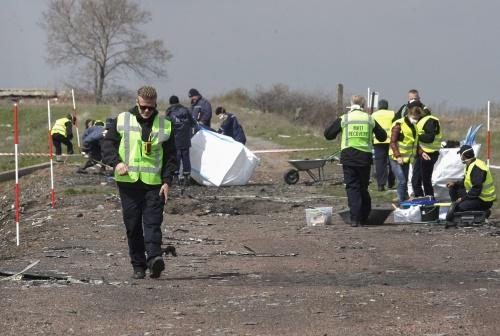 Missie MH17 bergt weer menselijke resten
