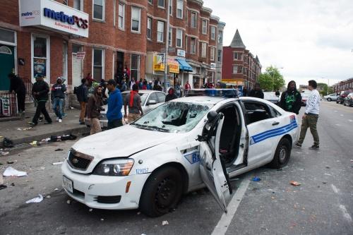 Agenten gewond bij rellen in Baltimore