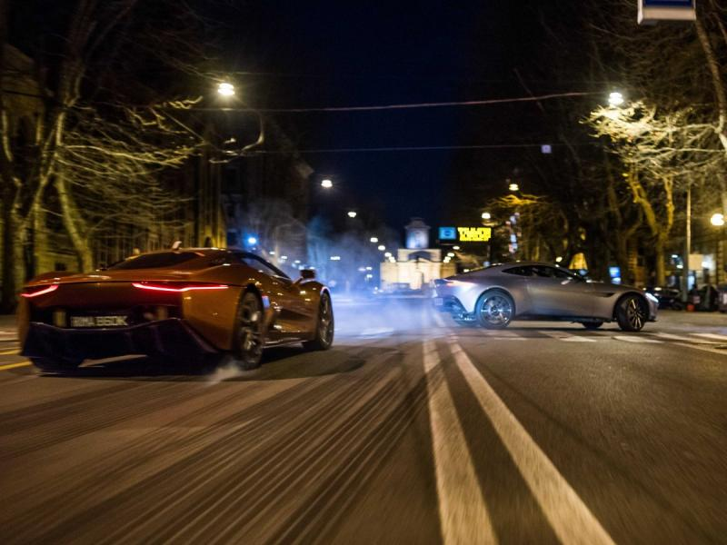 De auto's van SPECTRE (Foto: YouTube/James Bond 007)