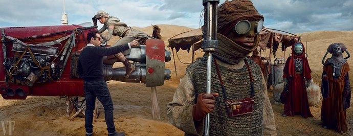 JJ Abrams geeft actrice Daisy Ridley tips, in haar personage Rey, voor een sc?ne...