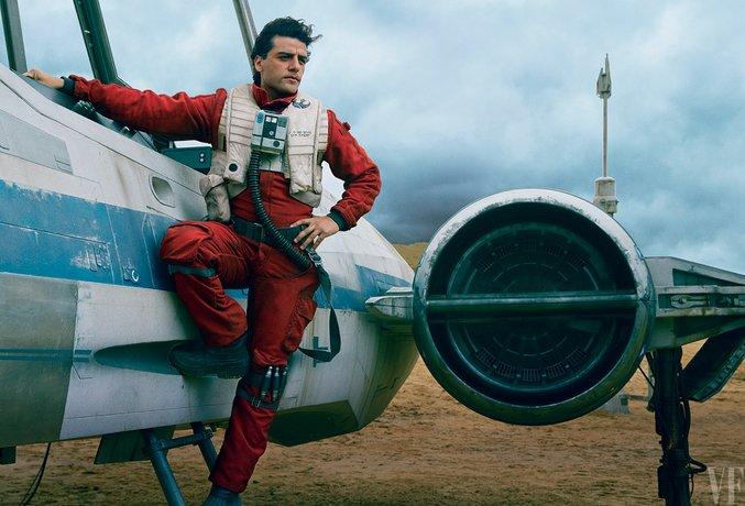 Oscar Isaac in zijn rol als piloot Poe Damaron, naast zijn X-Wing gevechtsvliegtuig
