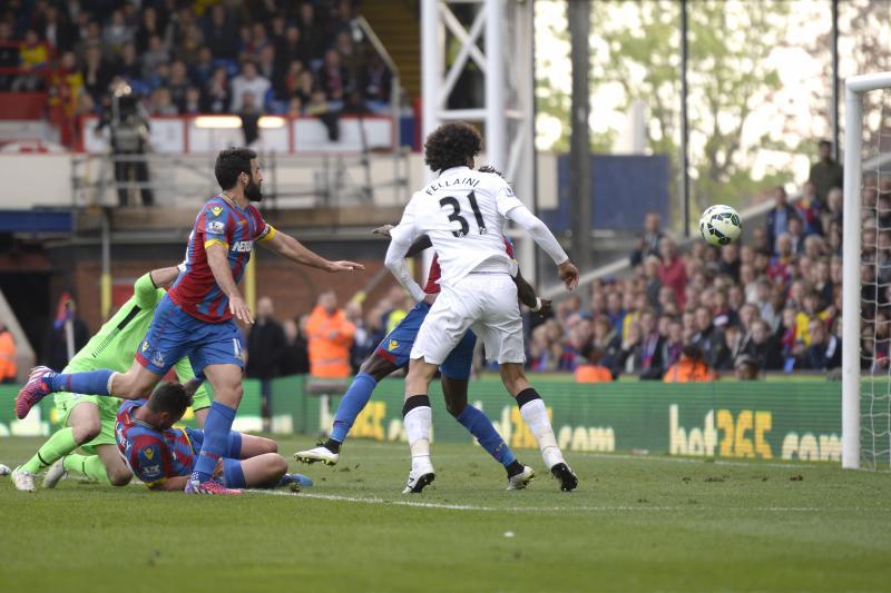 Marouane Fellaini scoort de tweede treffer voor United. (PRO SHOTS/Actionimages)