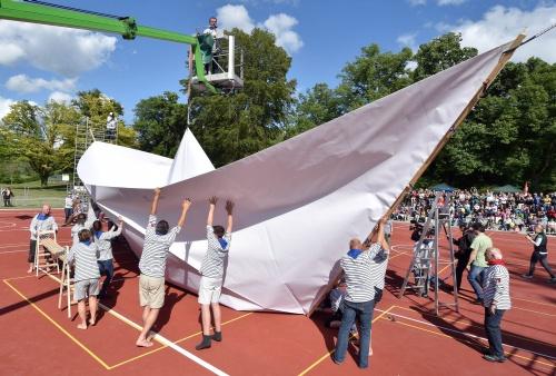 Duitsers maken grootste papierboot ter wereld