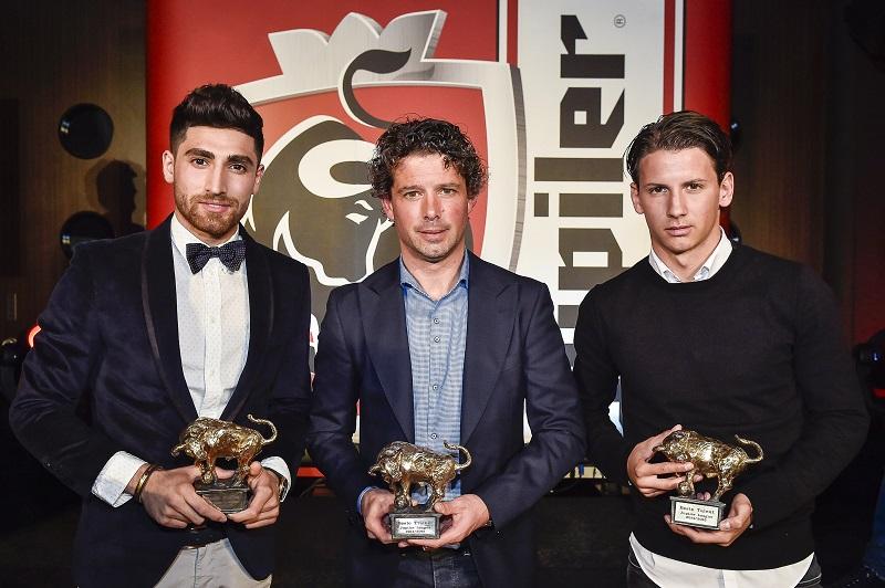 Alireza Jahanbakhsh, Jean Paul de Jong, Joey Sleegers met de Gouden Stier. (PRO SHOTS/Jan Kok)