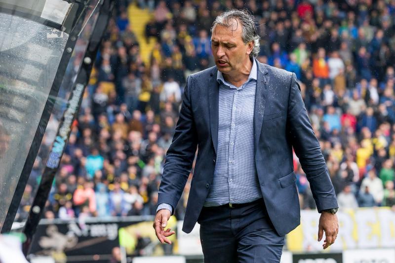 Robert Maaskant druipt af in Breda. (PRO SHOTS/Kay Int Veen)