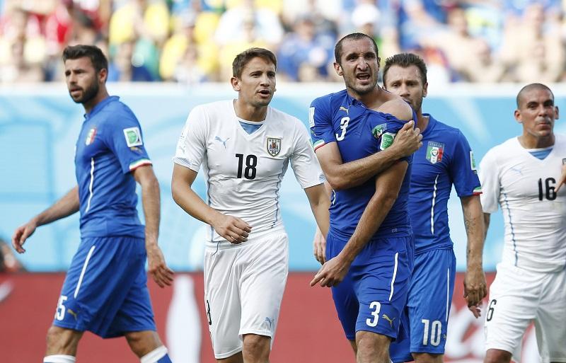 Chiellini hoeft nu niet bang te zijn dat Suàrez hem net als tijdens het WK zal bijten (PRO SHOTS/Action Images)