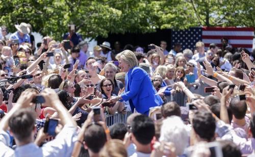 Clinton zet met campagne in op middenklasse