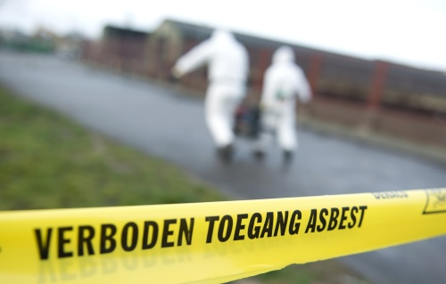 Agenten onbeschermd ingezet bij asbestbrand