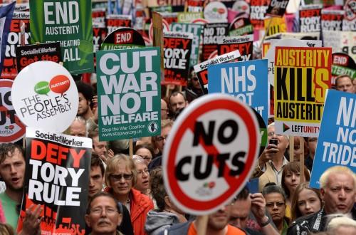 Brits protest tegen bezuinigingen