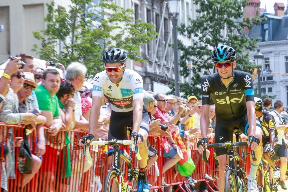 Schouderbreuk werpt Tom Dumoulin (links) uit de Tour (Pro Shots/George Deswijzen)