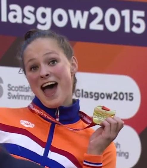 De jonge Zijderveld is dolgelukkig met haar gouden medaille (Foto: Screenshot YouTube)