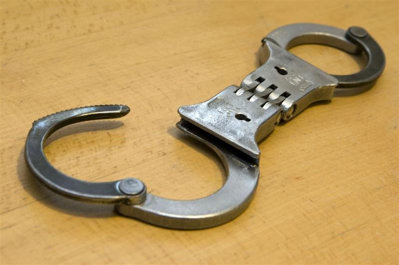 Vuurwapengevaarlijke crimineel ontsnapt