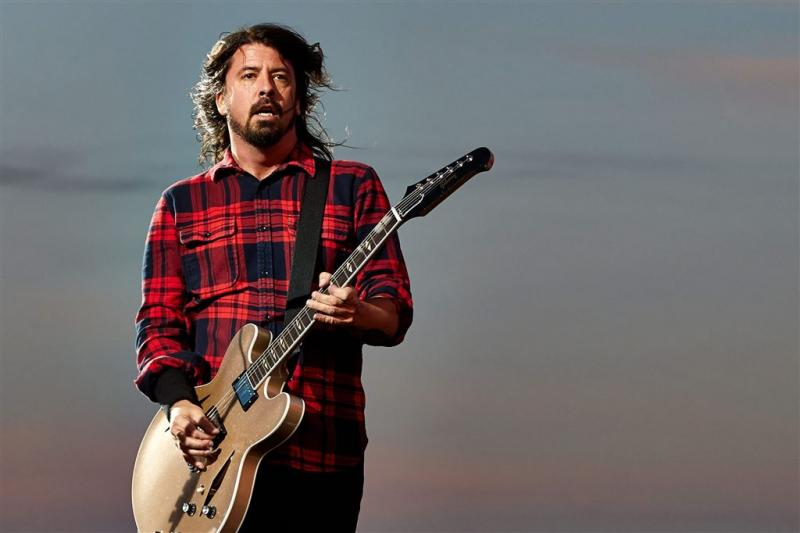 Arts Dave Grohl op podium met Foo Fighters