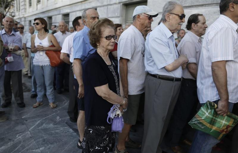Grieken massaal naar de bank