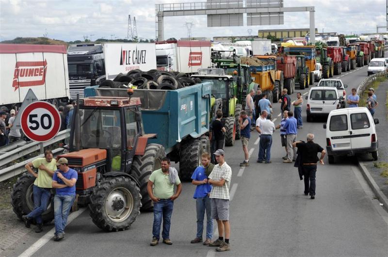 Boze boeren blokkeren vakantiesnelweg