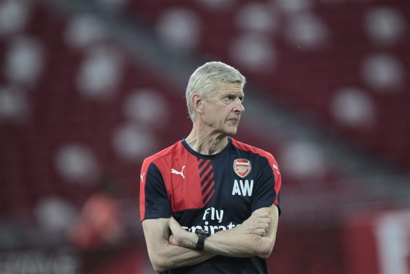 Wenger hekelt transferbeleid ManUnited