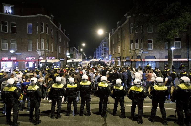 Politie toont beeld relschoppers Den Haag