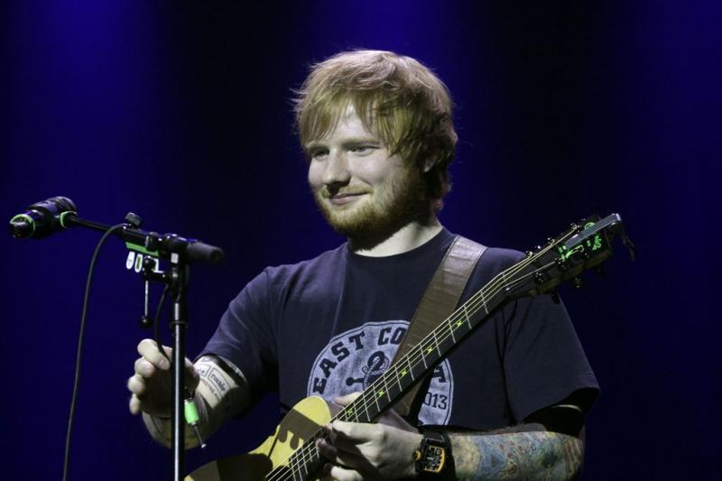 Ed Sheeran poepte eens in broek op podium