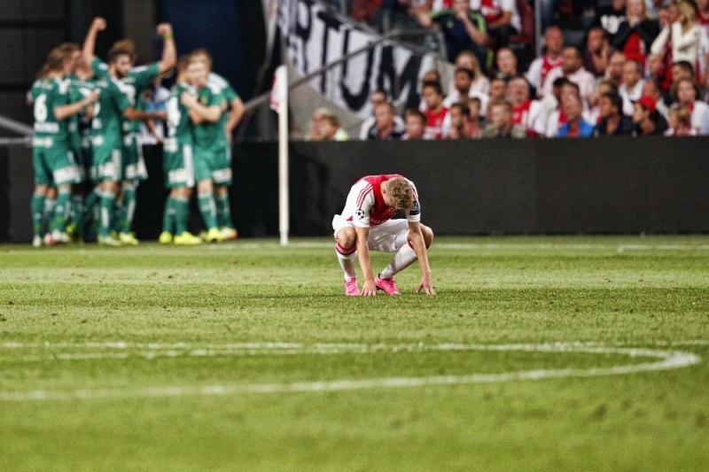 Daley Sinkgraven verbijt de pijn na de derde goal van Rapid Wien (Pro Shots/Stanley Gontha)