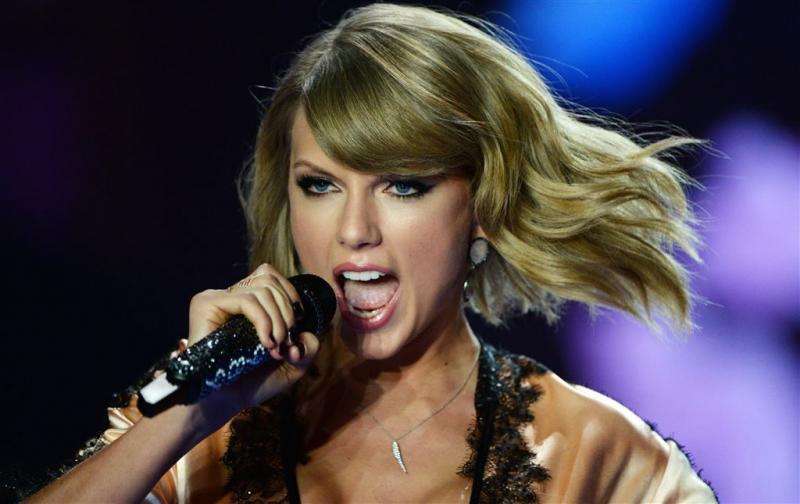 Taylor Swift schrikt van fan tijdens concert