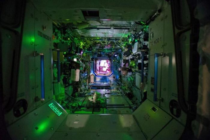 Astronauten ISS eten zelfgekweekte sla