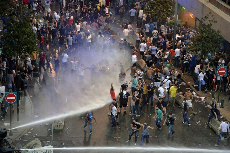 Gewonden bij rellen om afval in Libanon