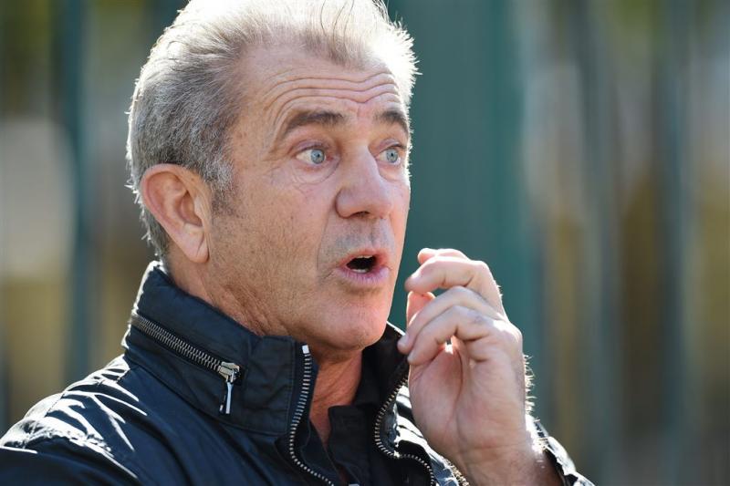Mel Gibson scheldt fotograaf de huid vol