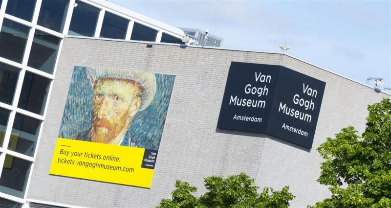 Zonnebloemenlabyrint bij entree Van Gogh