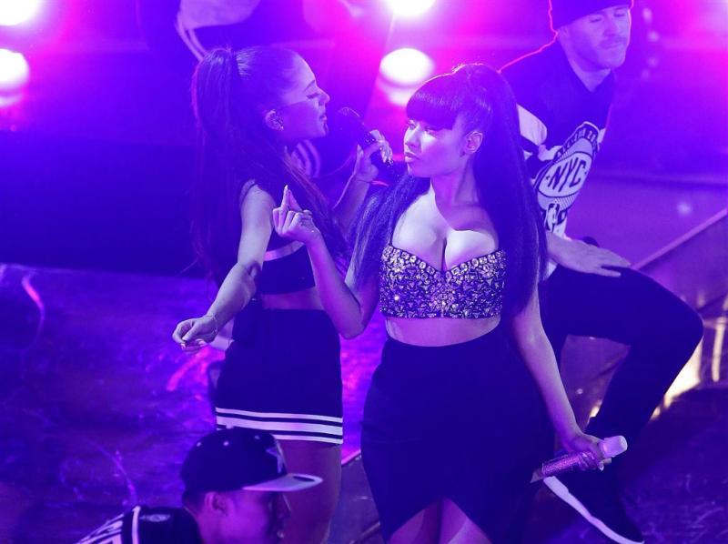 Nicki Minaj laat dure jurk in hotel achter