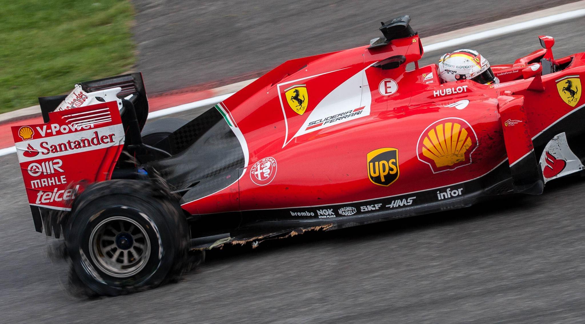 Door een lekke band verloor Vettel de derde plek (Foto: FOK!/CloseToTheEdge)