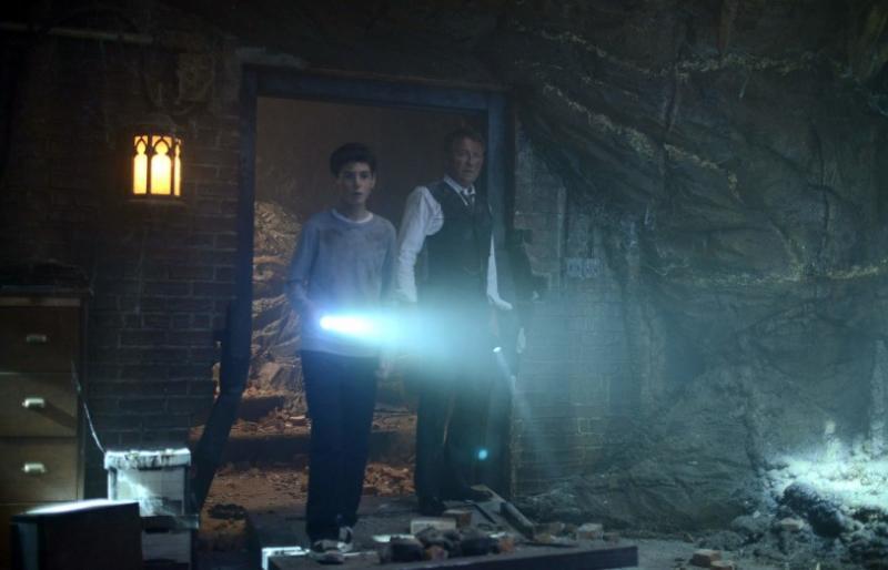 Gotham: Bruce en Alfred in niet-de-Batcave