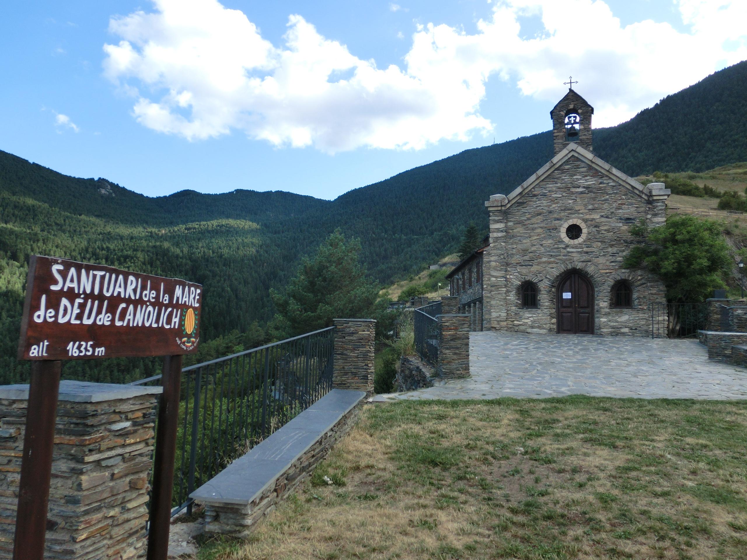 Het kerkje is opnieuw het decor van de Vuelta (Foto: WikiCommons)