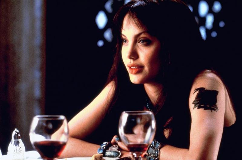 Naaktfoto's 20-jarige Angelina Jolie te koop