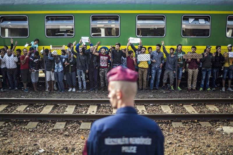Vluchtelingen alsnog uit trein Bicske