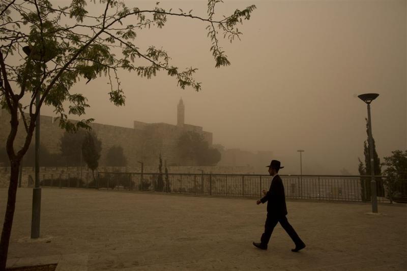 Zandstorm Midden-Oosten kost en spaart levens