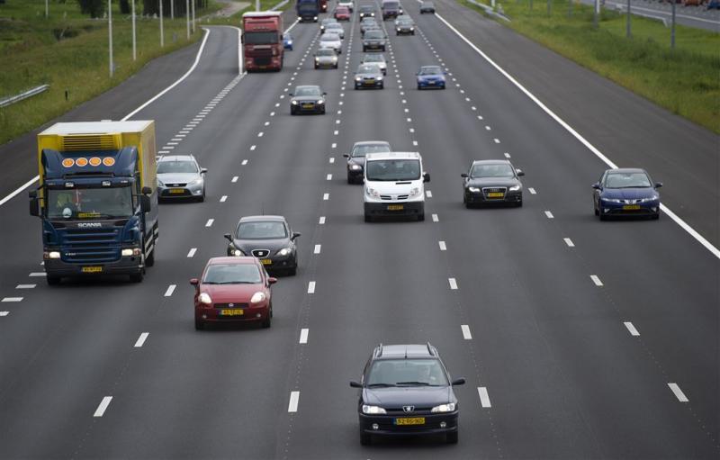 A27 dicht na ongeluk met negen auto's