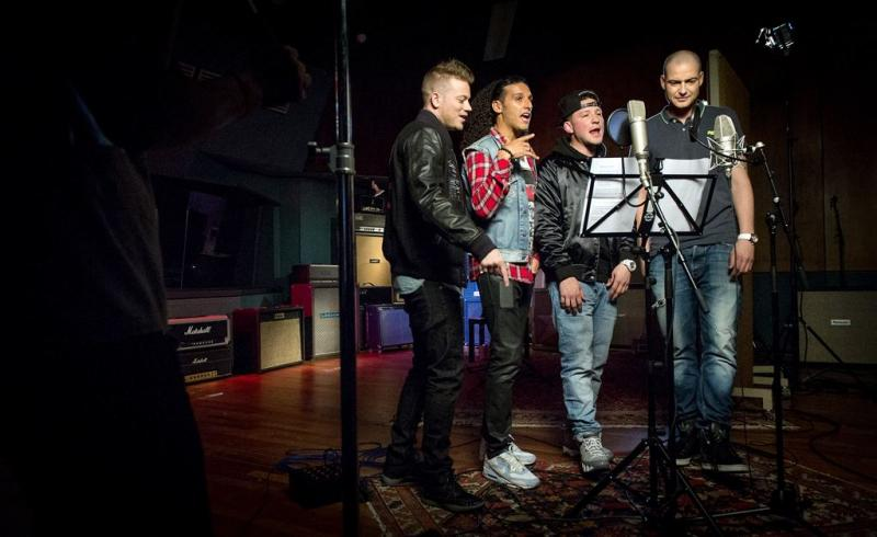 Radio 2 en DWDD kregen geld voor Koningslied