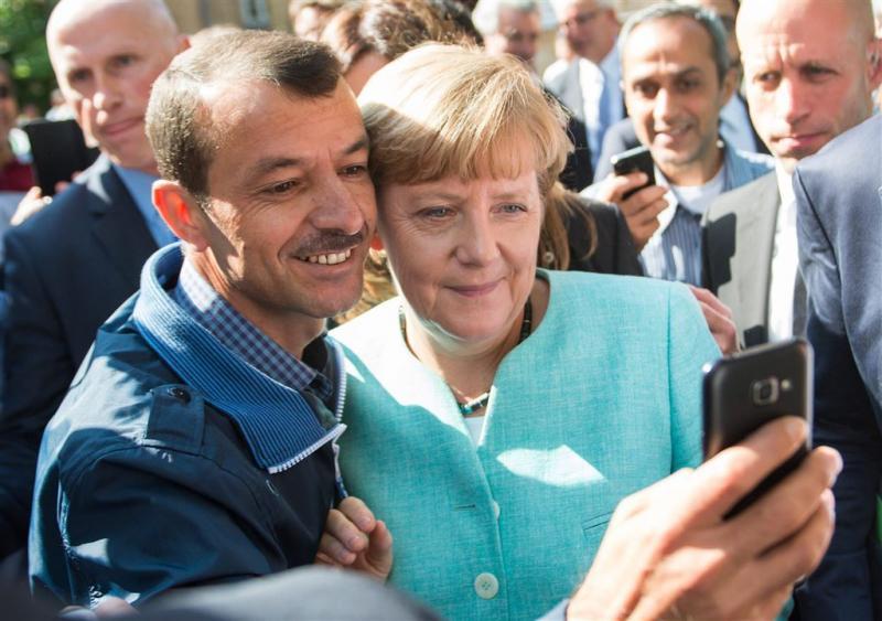 Applaus voor Merkel in asielopvang